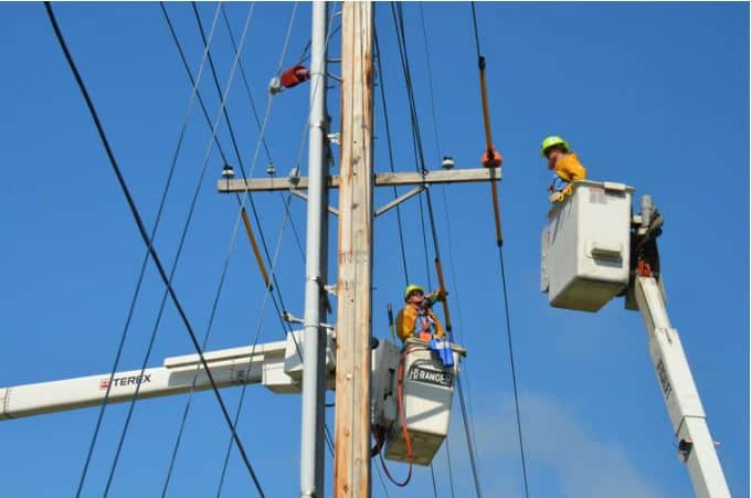 what is a lineman job