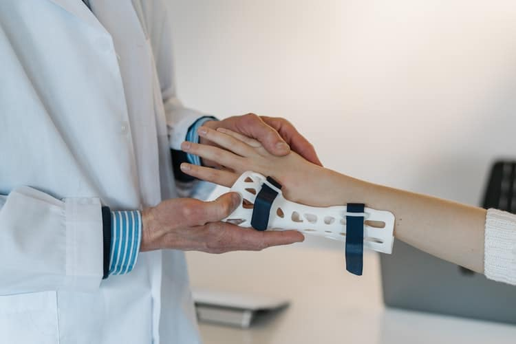 What Do Orthopedic Surgeons Do and How to Become One